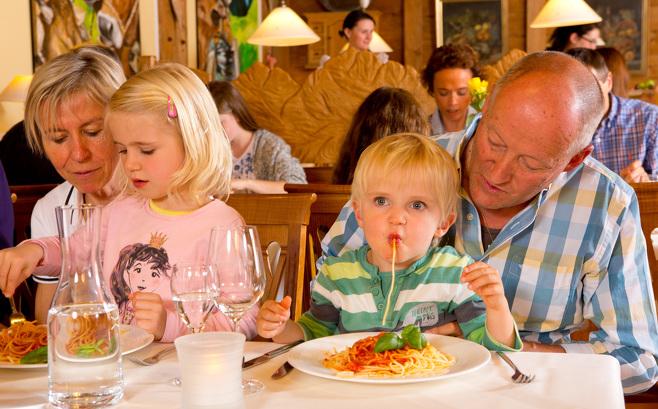 Im Familienhotel in Österreich schmeckt es auch den ganz Kleinen.
