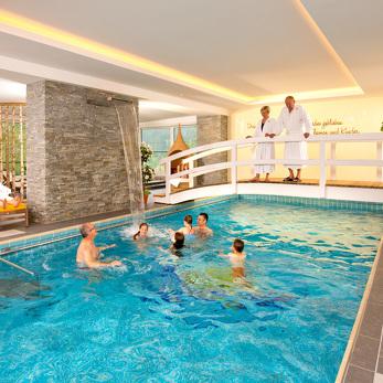 Relaxt im Familienhotel mit Swimmingpool im Kleinwalsertal