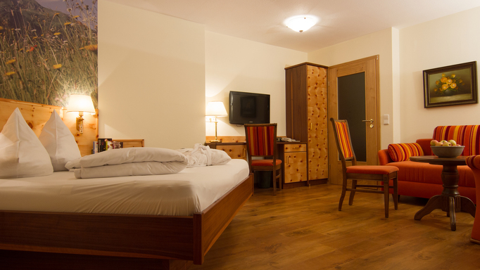 Im Kleinwalsertaler Rosenhof erwarten Euch gemütlich eingerichte Zimmer und Ferienwohnungen