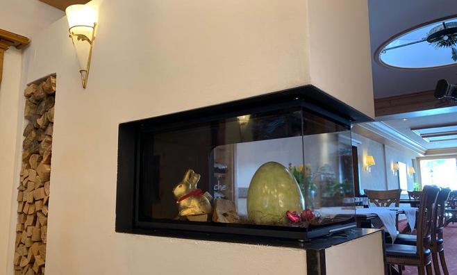 Gemütlich wird es im Familienhotel im Kleinwalsertal in der Stube, mit Kamin und Rosenhof-Bar.