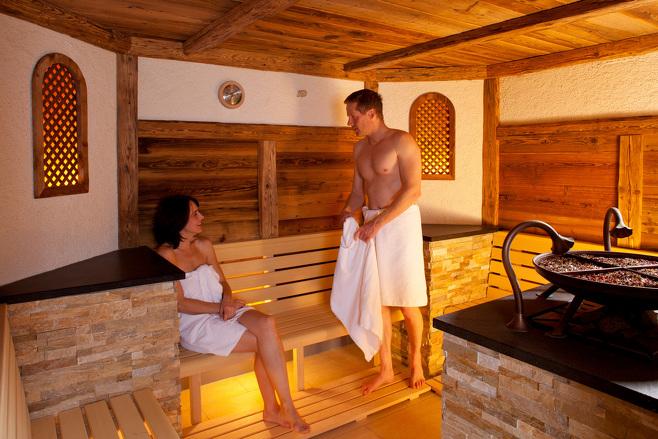 Bucht im Familienurlaub doch einmal die Sauna nur für Euch