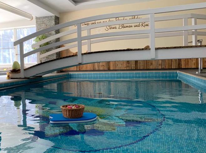 Das Familienhotel Rosenhof bietet einen Swimmingpool für echte Wasserratten.